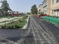 В п. Мирный завершились работы по благоустройству дворовой территории